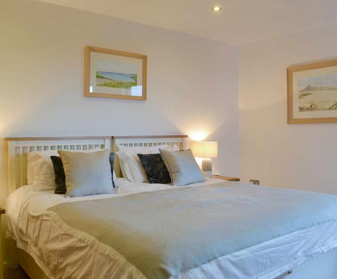Inviting en-suite double bedroom