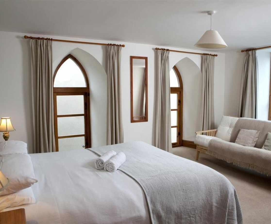 Westcombe-window-bed