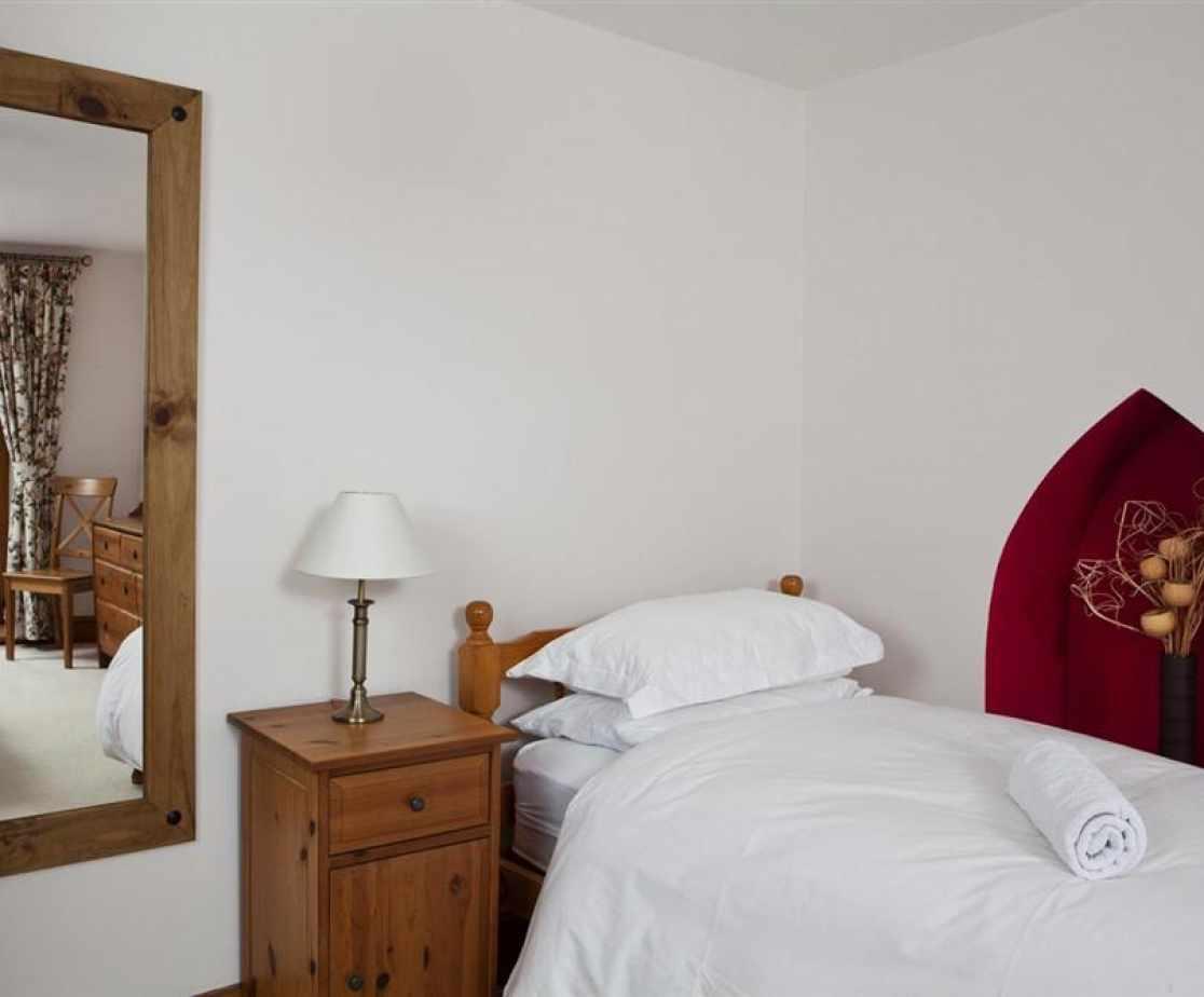 Westcombe-single-bed