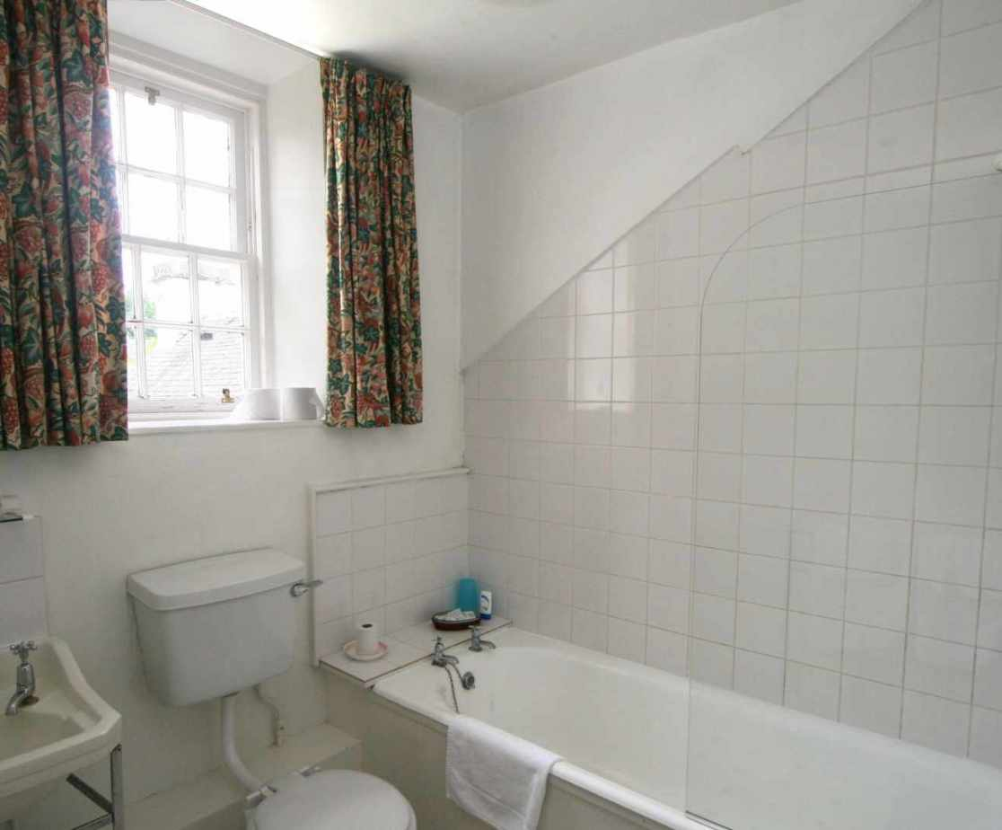 Functional family bathroom on the first floor