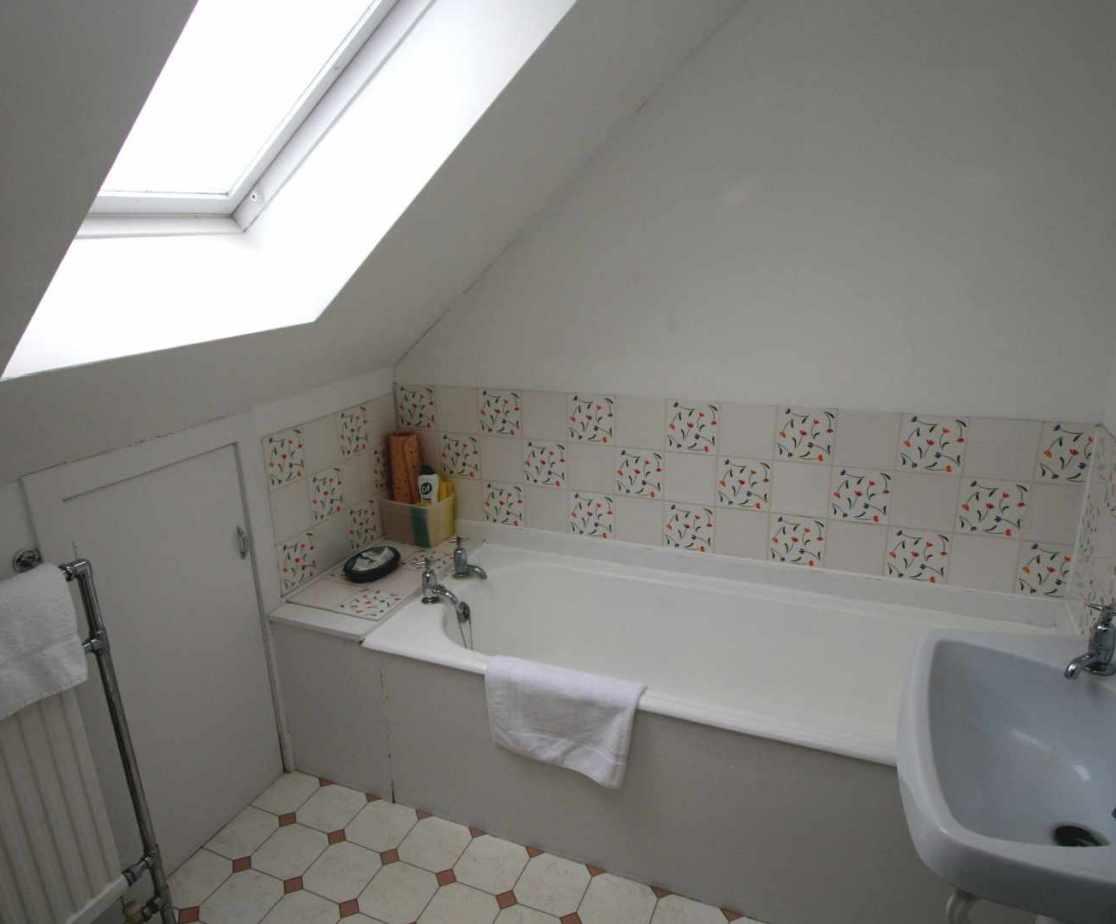 The shared bathroom on the second floor