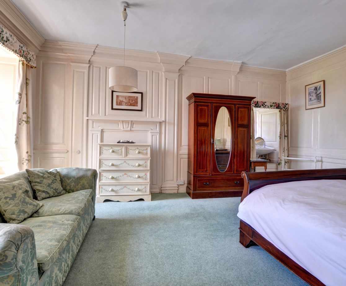 FL028 - King Size Bedroom 2