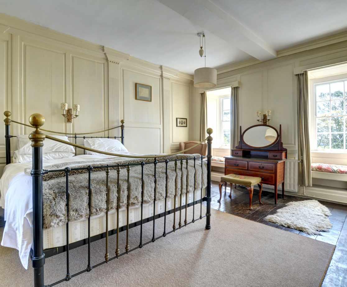 FL028 - Master Bedroom 1