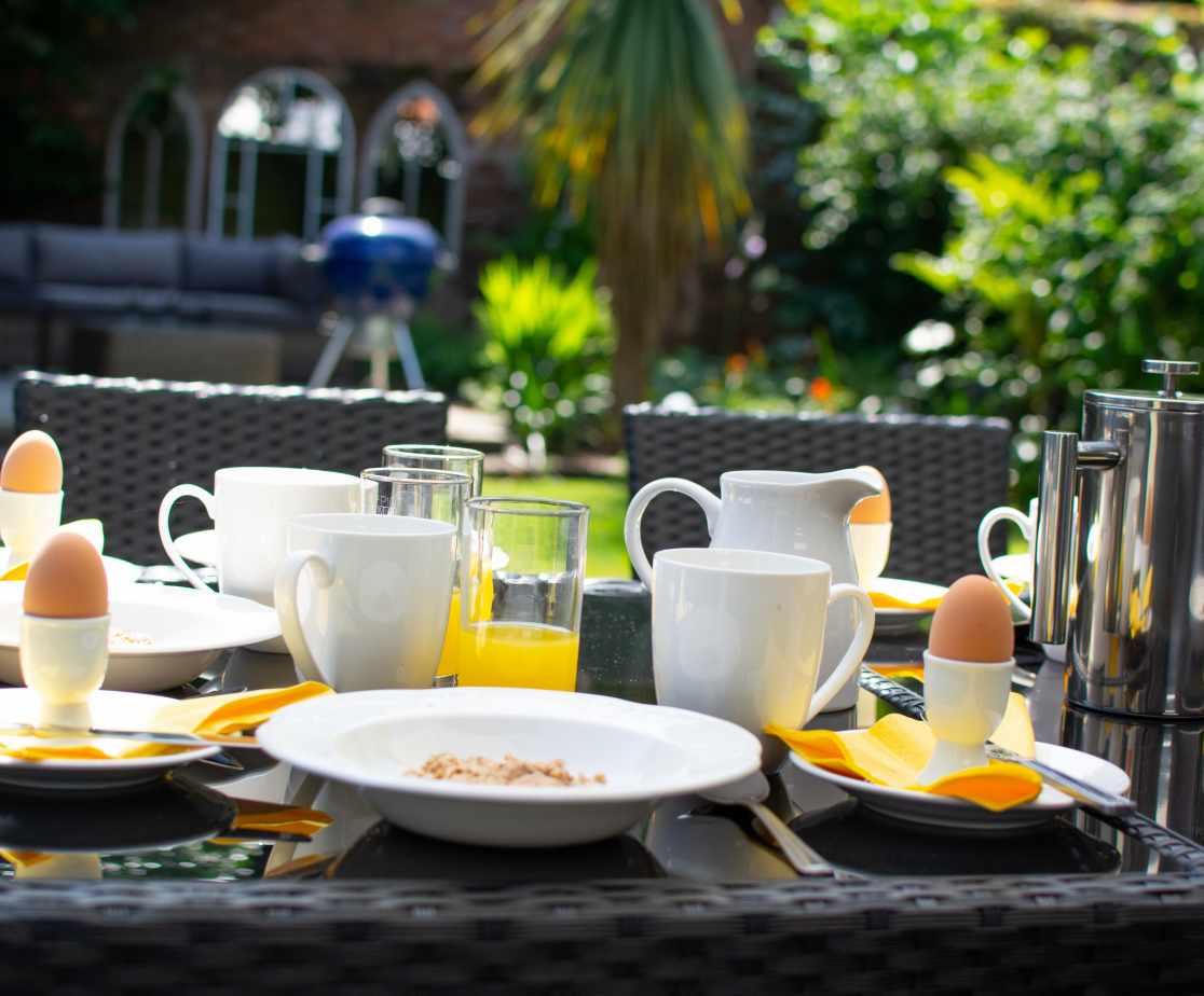 Breakfast outside at Beaver House