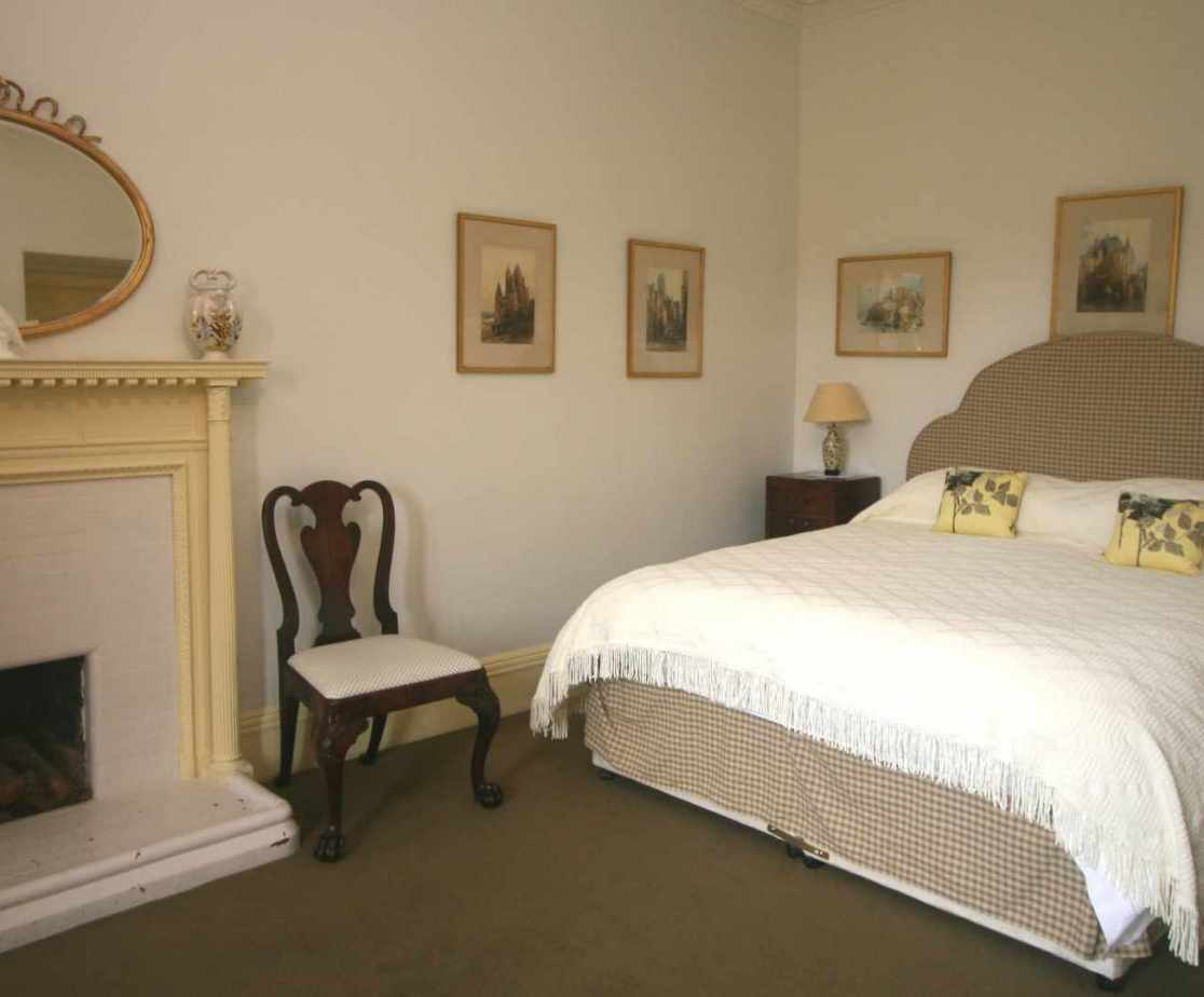 \'Yellow\' bedroom, with double bed, first floor