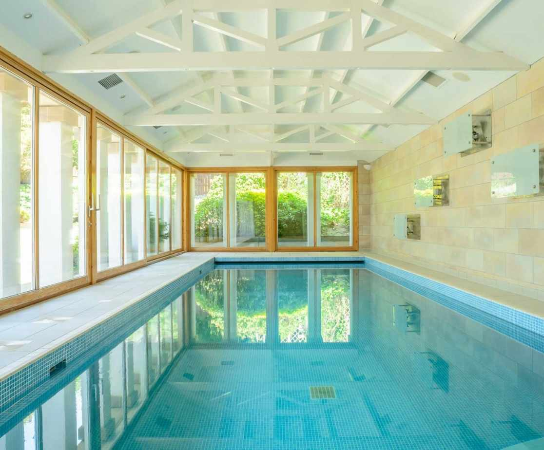 Fabulous 15m swimming pool with showers