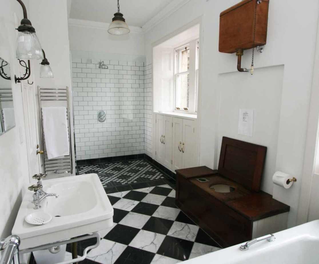 Second floor traditional bathroom