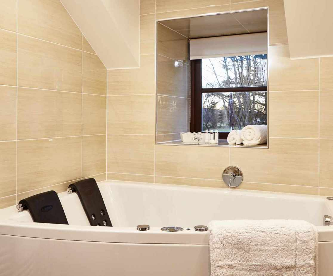 There are 6 fabulous bathrooms to accompany the 5 bedrooms.