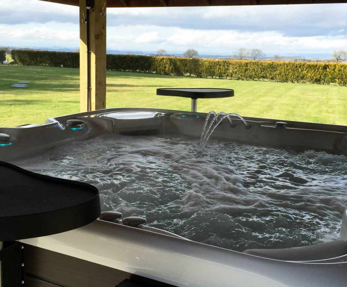 Relax on the terrace in the Hydro spa