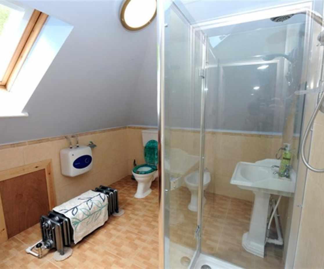 Cottage stepaside saundersfooot shower room