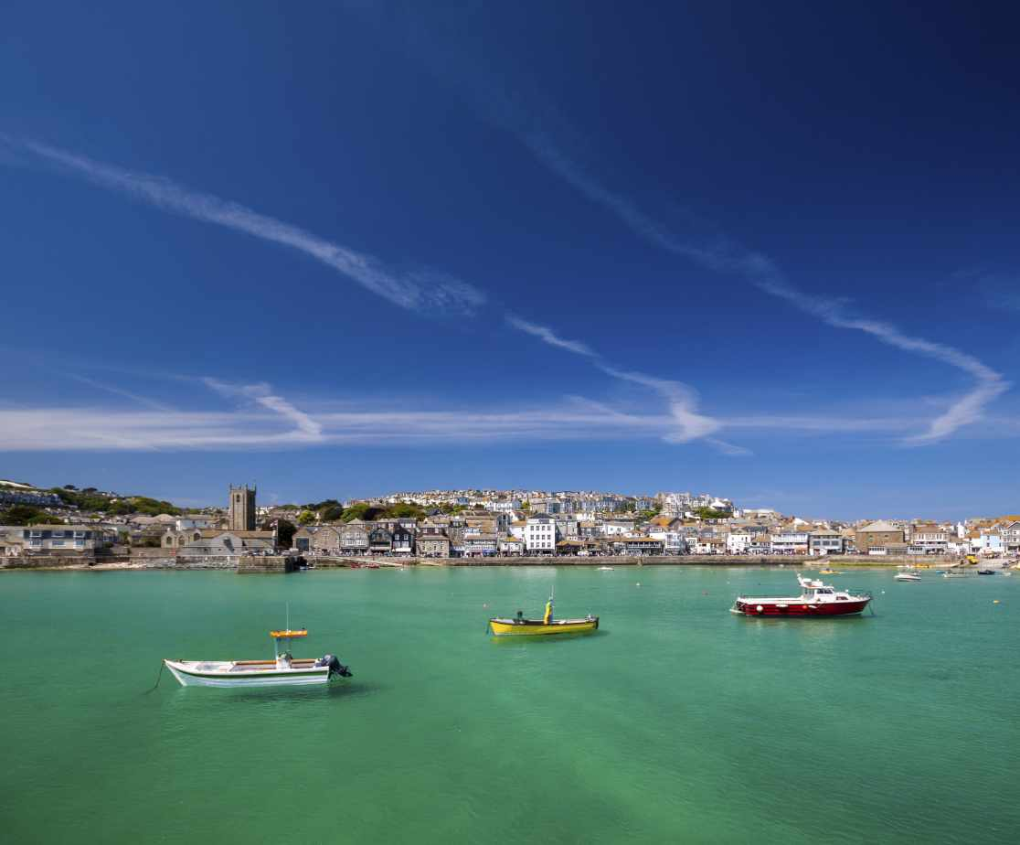 St Ives harbour is only 5 minutes\' walk