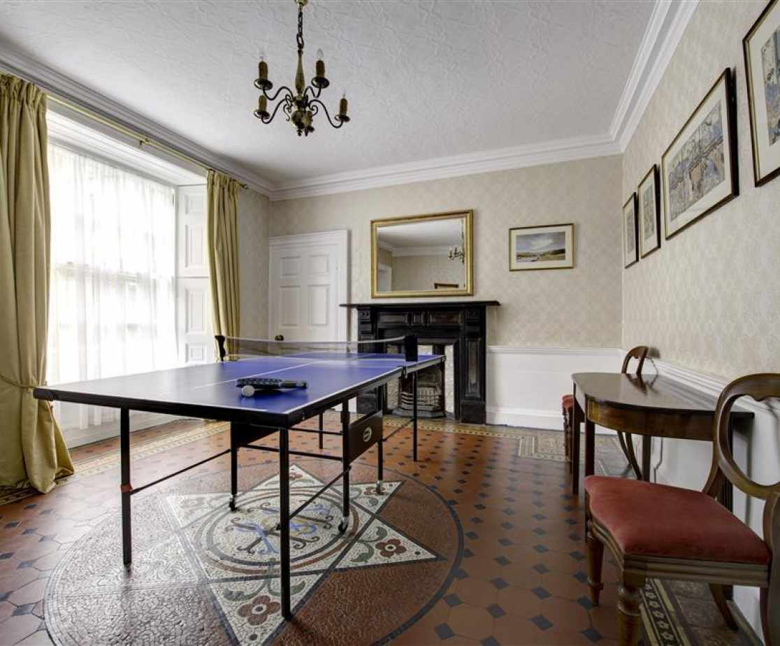 PW376 - Games Room