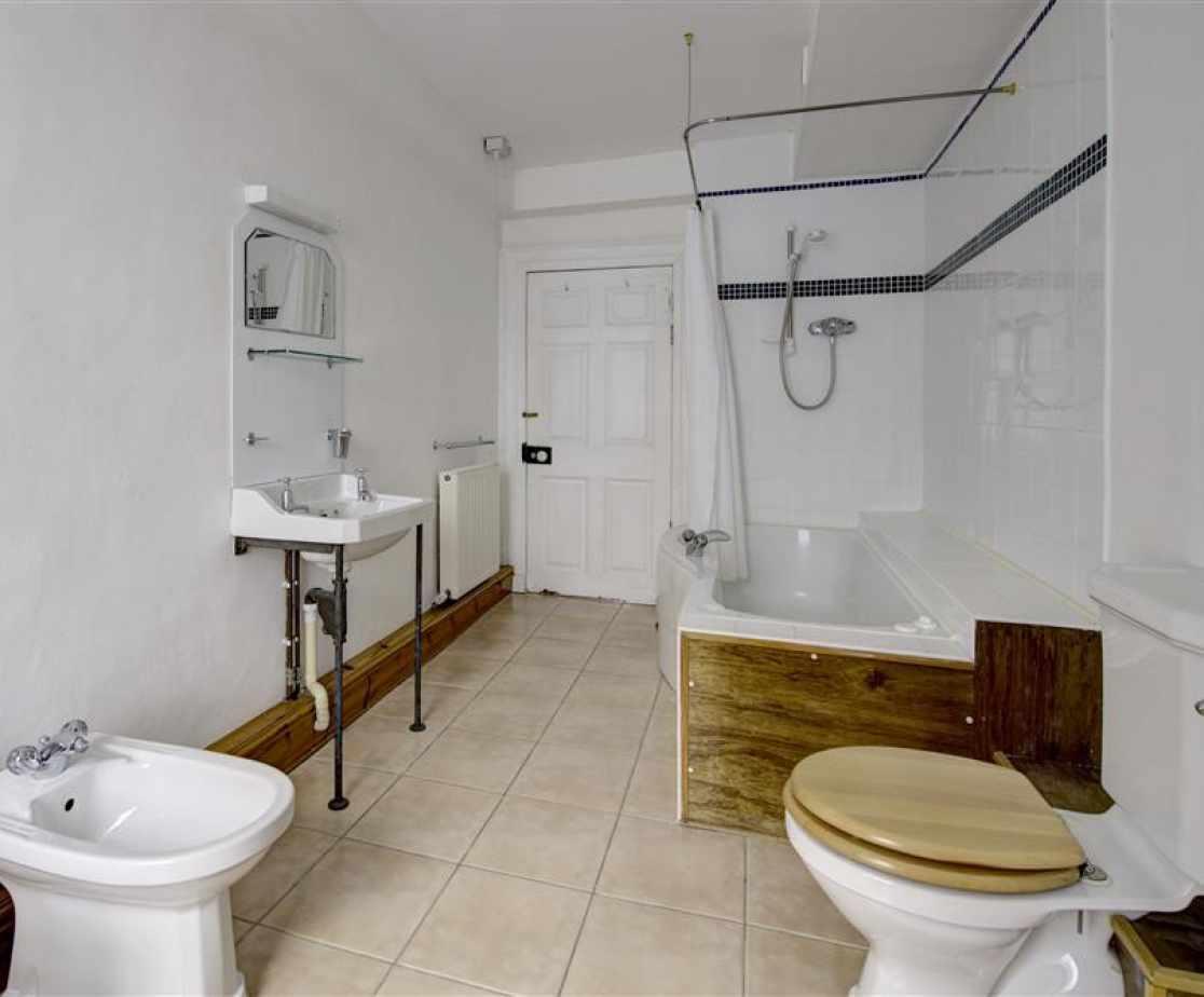 PW376 - Bathroom 1 - View 1