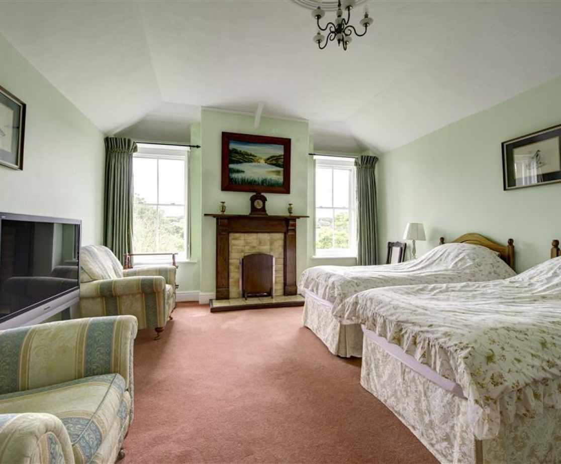 PW376 - Twin Bedroom