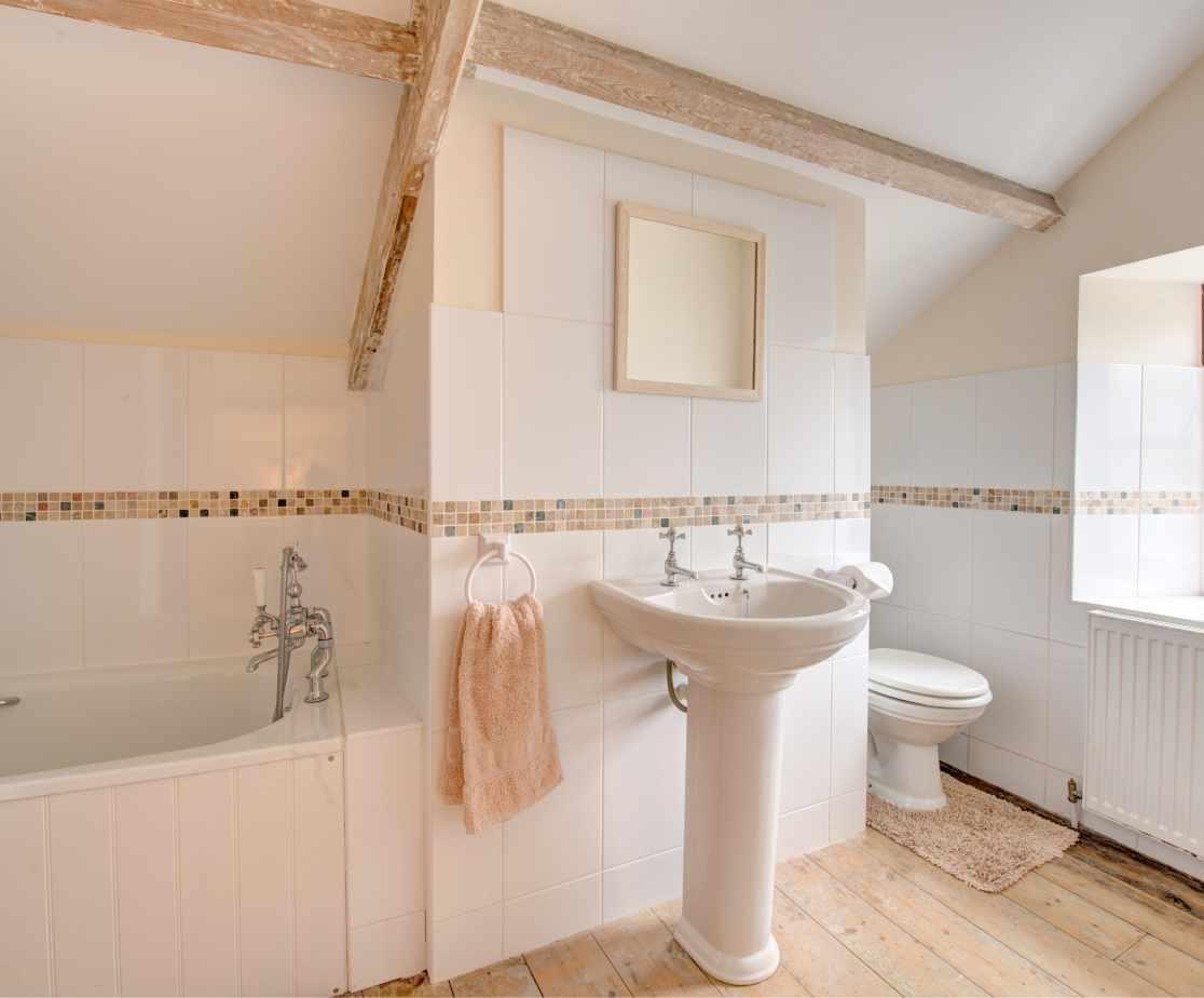 Ensuite bathroom to the double bedroom