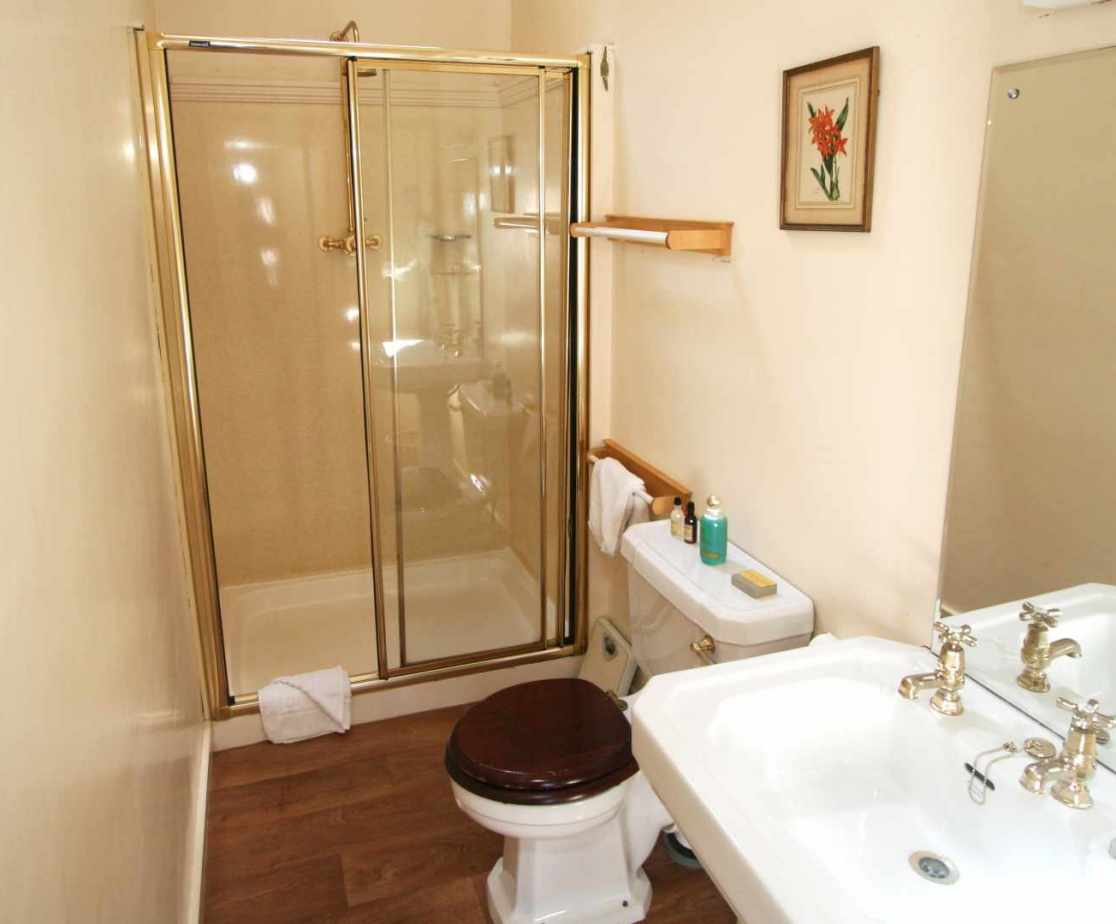 The shower room available to the \'Nairne\' bedroom