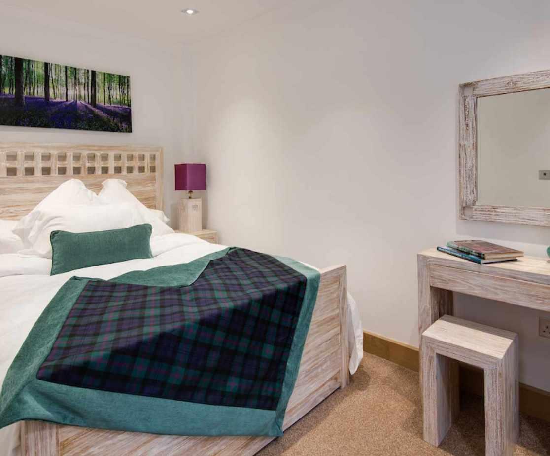 Double bedroom with dresser