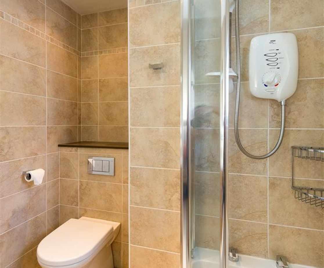 SANDAL - Family Bathroom