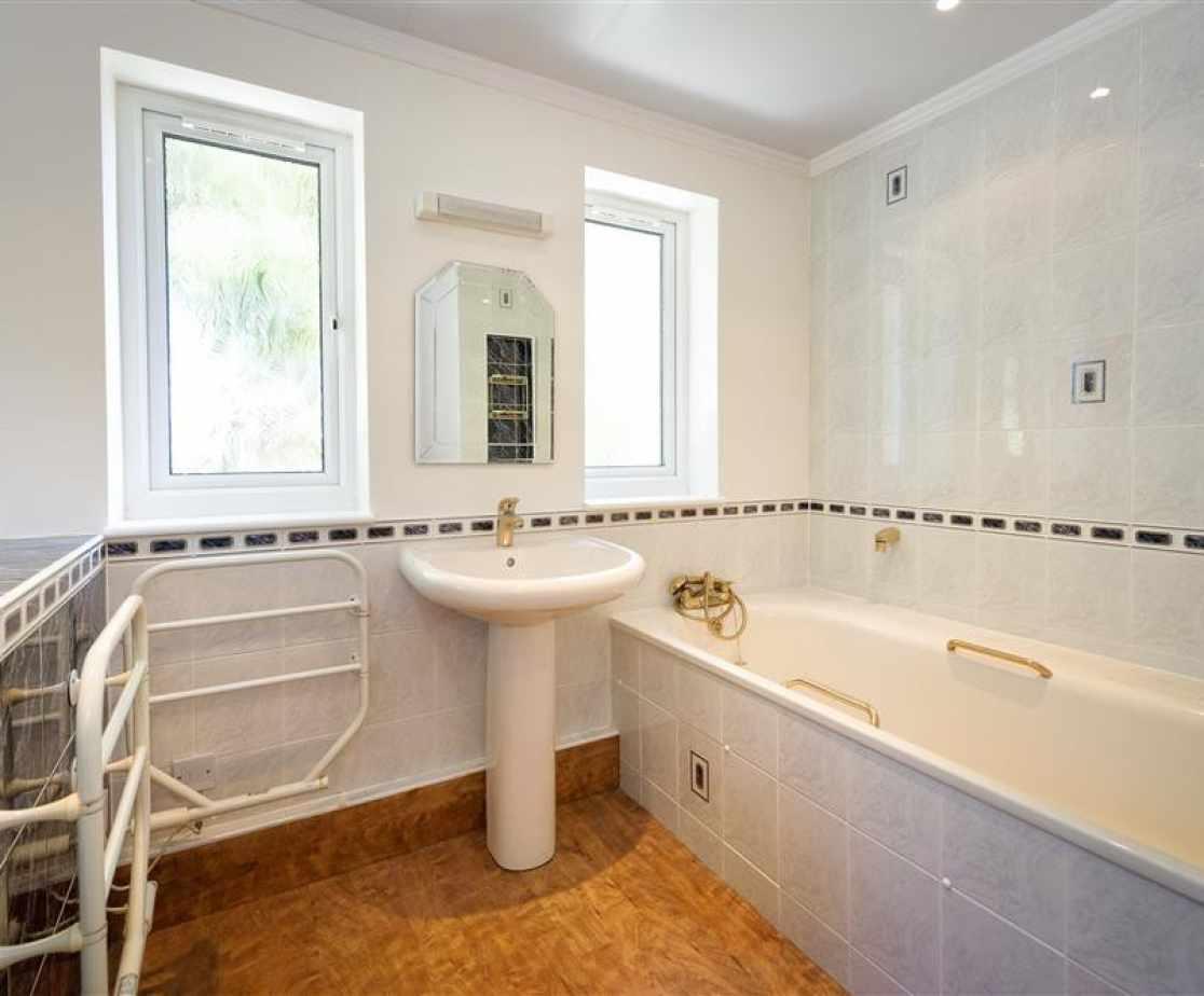 SANDAL - Master Suite Bathroom