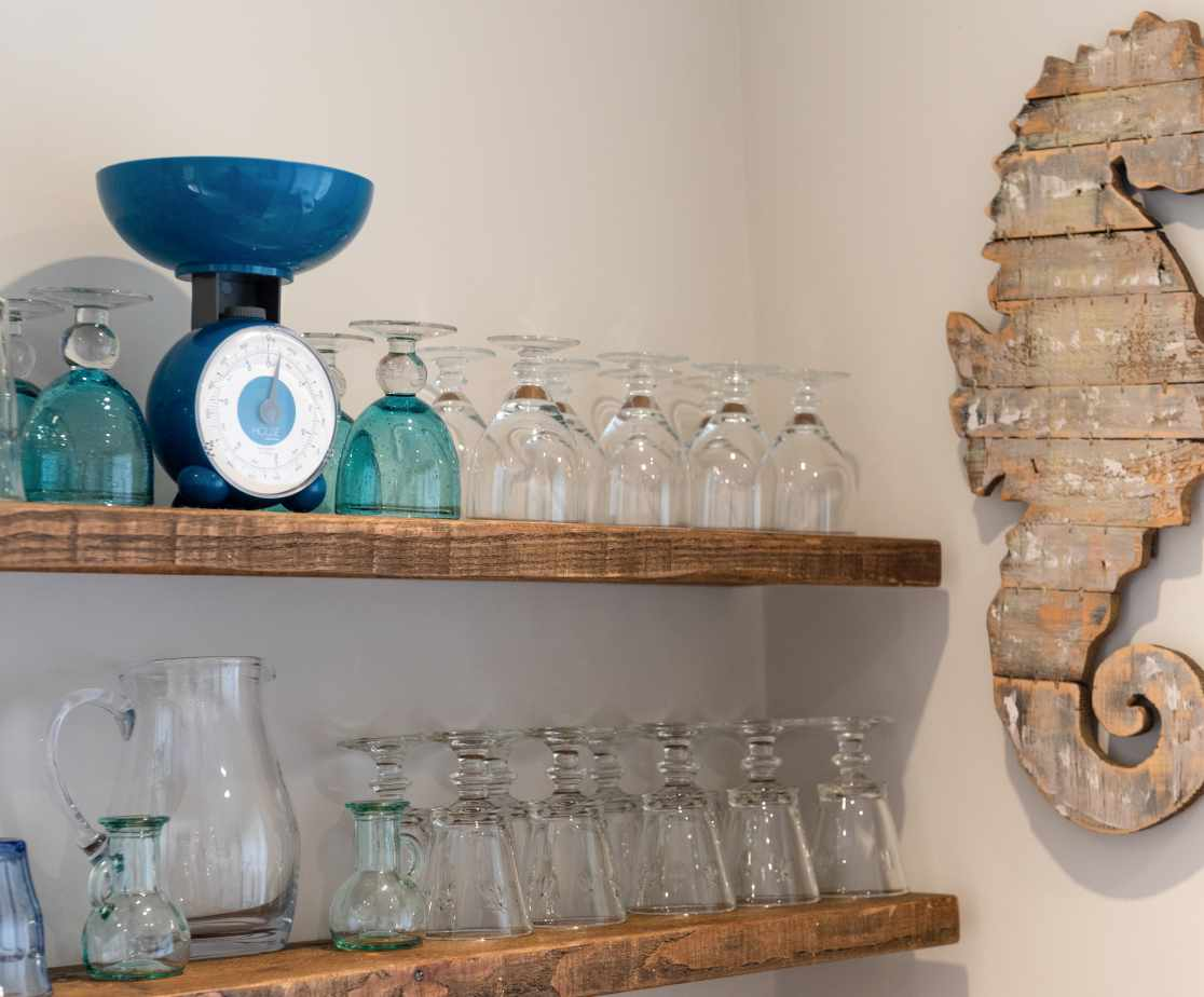 Feature shelving & wall hanging