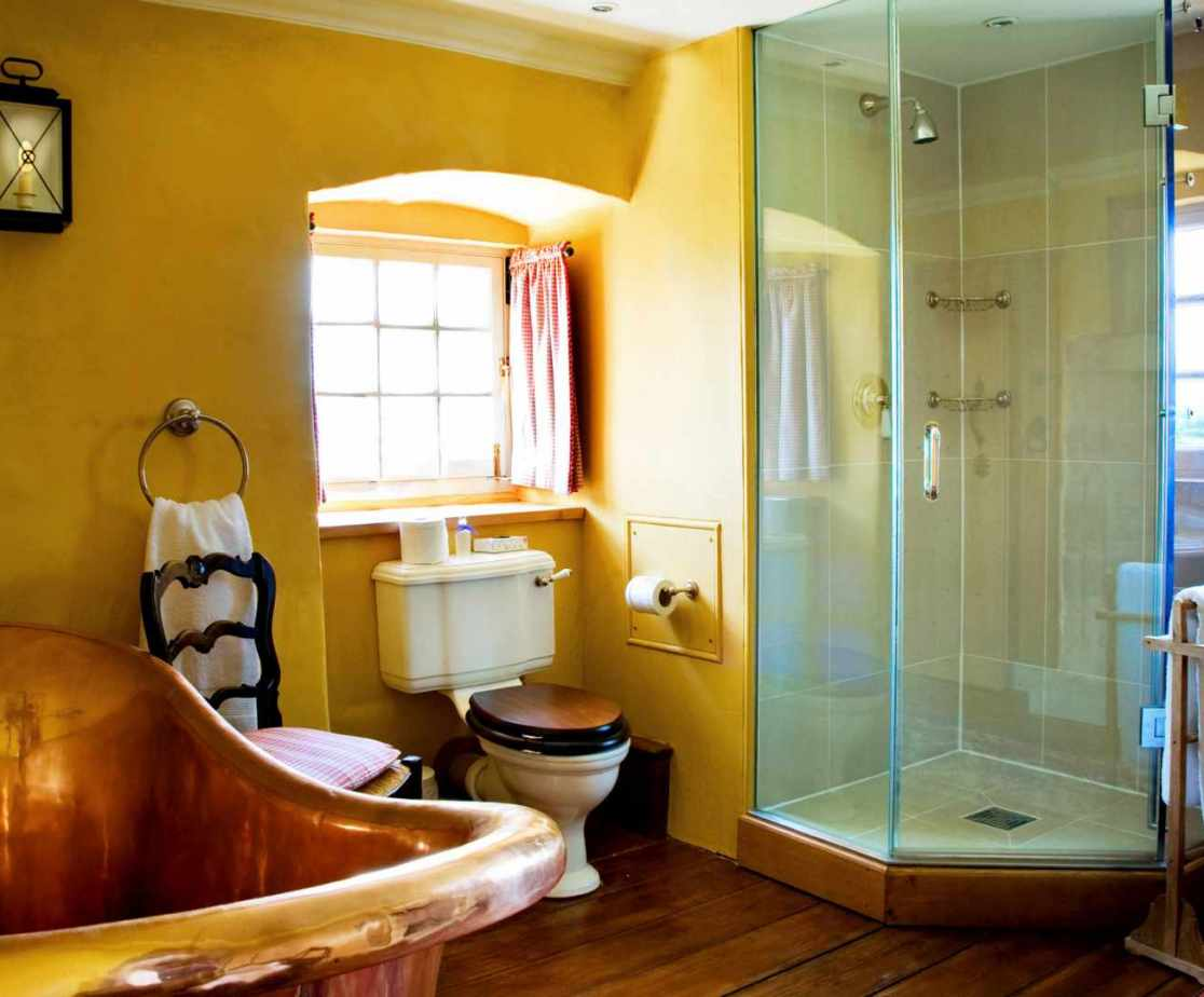 The \'Erskine\' en-suite bathroom even has a copper bath