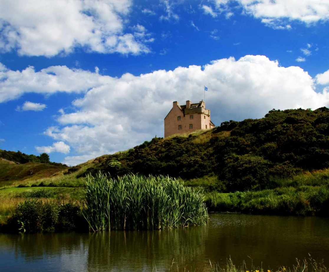 Close to Edinburgh for city visits or 22 acres to escape into