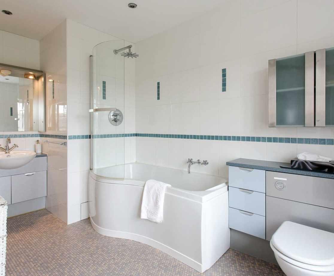 Bathroom 5, ensuite to bedroom 5