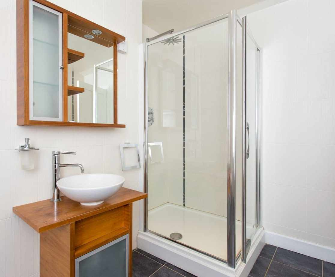 Bathroom 6, serves bedrooms 6 and 7, can be ensuite to bedroom 7