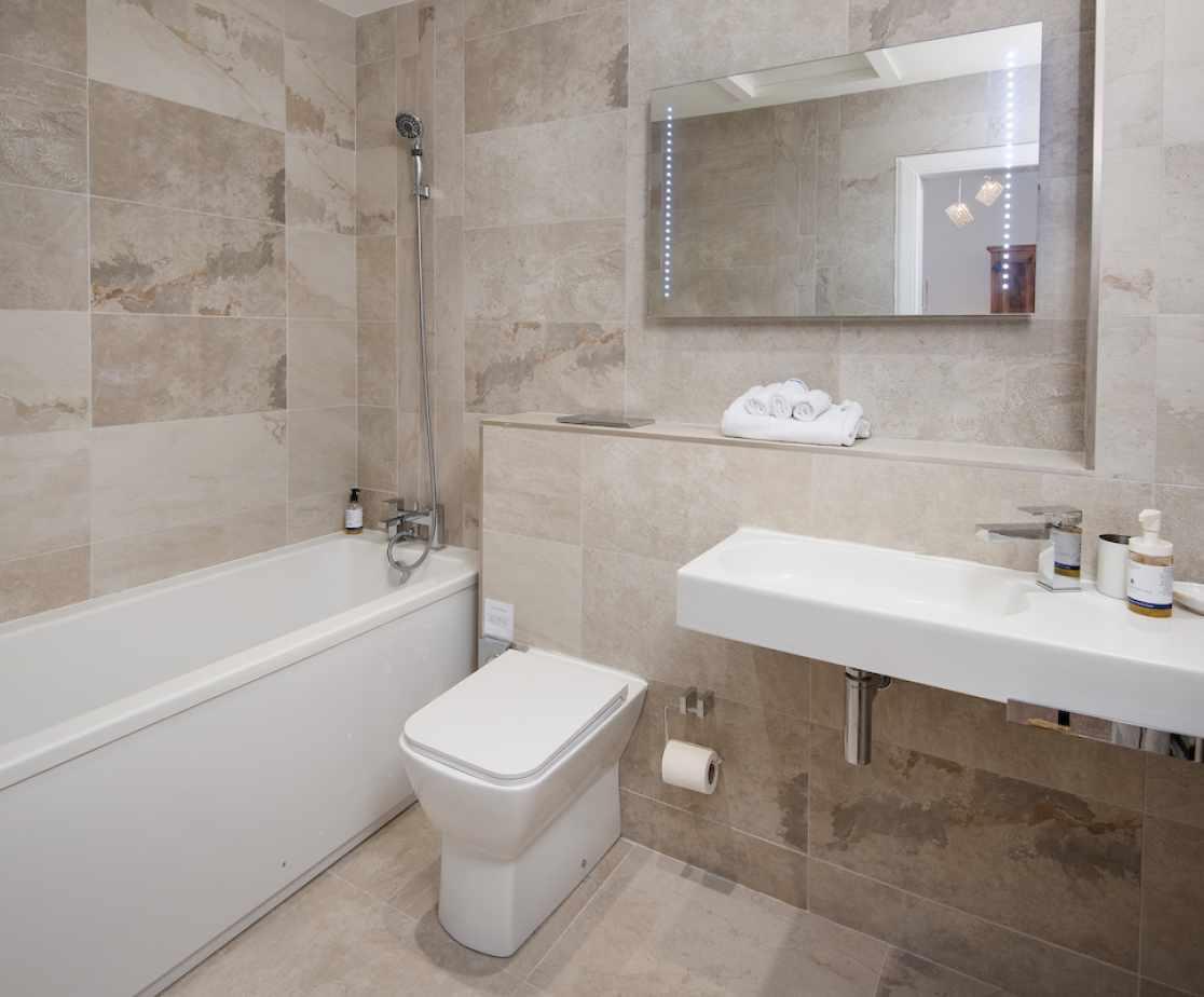 The \'Mallard\' en-suite bathroom