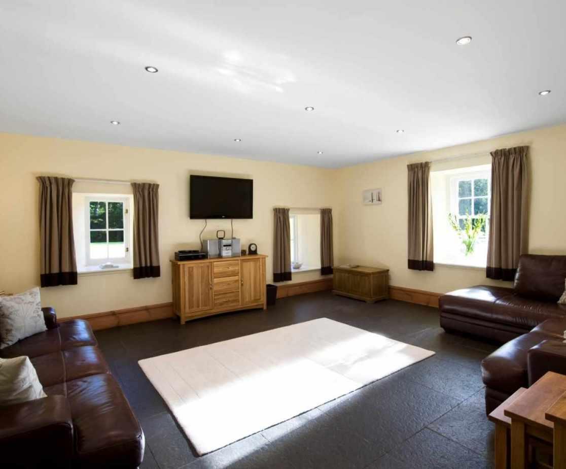 Castellated Luxury Mansion - lounge room