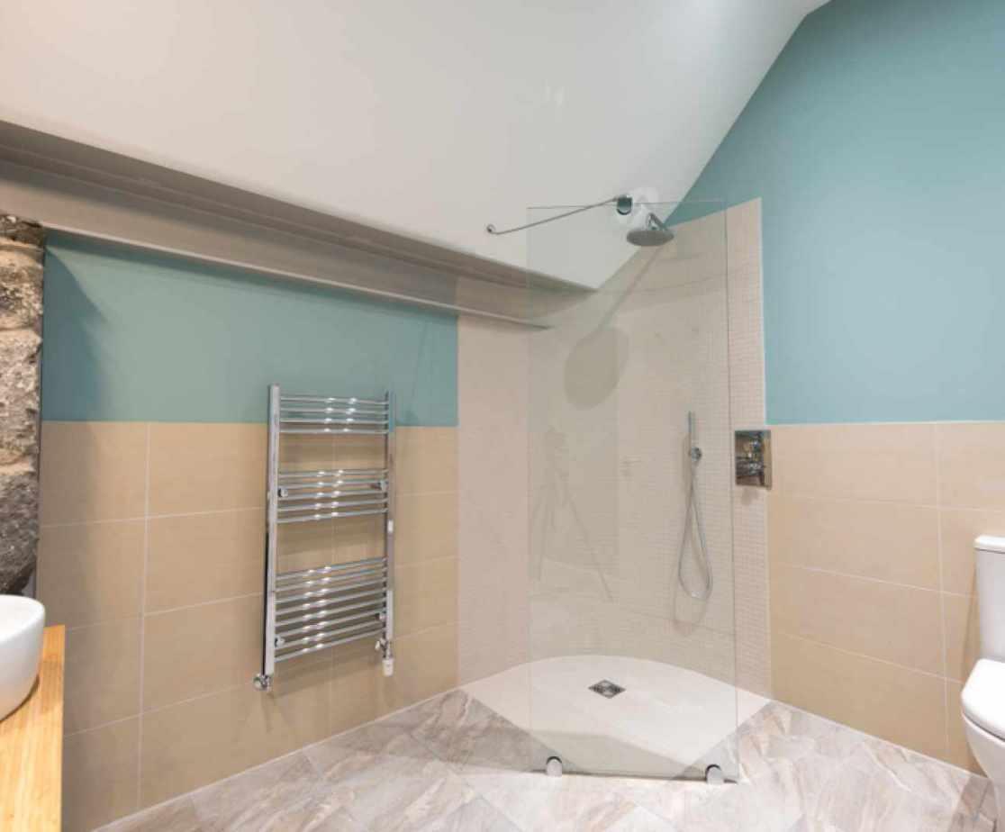 En-suite shower room for bedroom 1