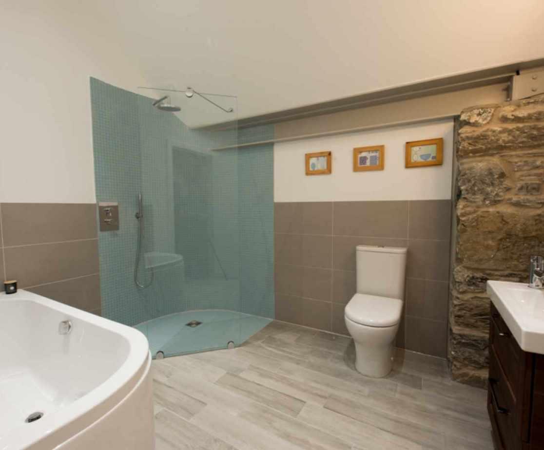 En-suite bathroom for bedroom 5