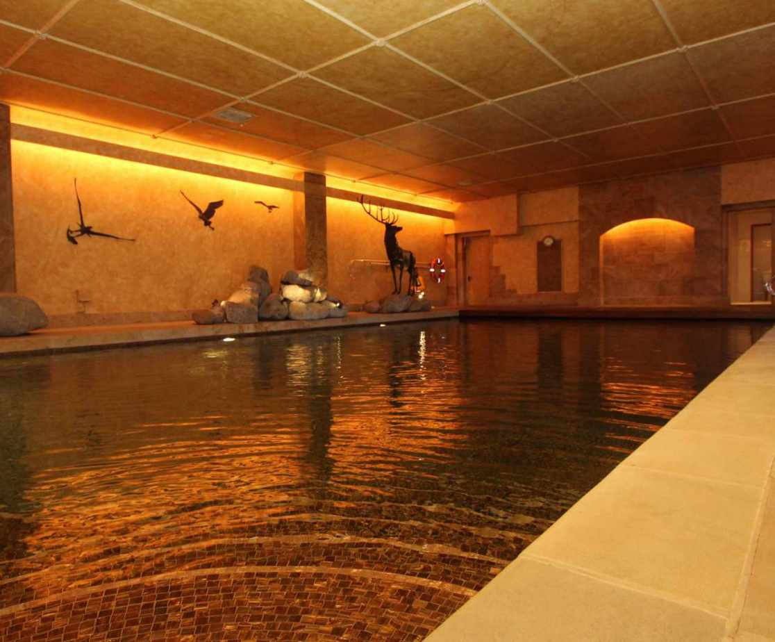 Enjoy a swim whatever the weather in this indoor swimming pool