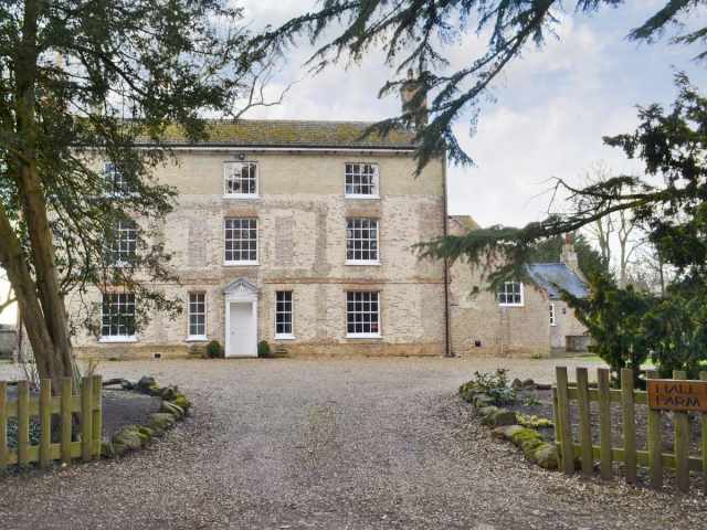Impressive 18th century grade 2 listed farmhouse