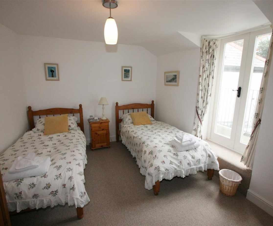 Rearr twin bedroom with balcony