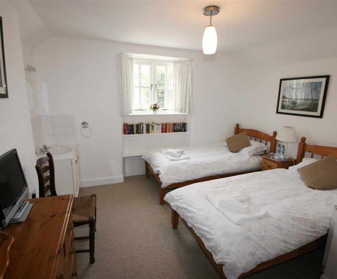 Rear twin bedroom with garden views