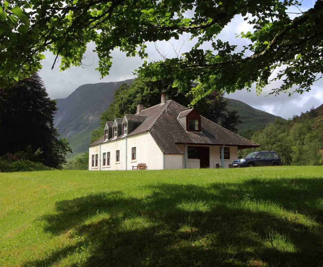 Overlooking Loch Etive this is a memorable holiday house