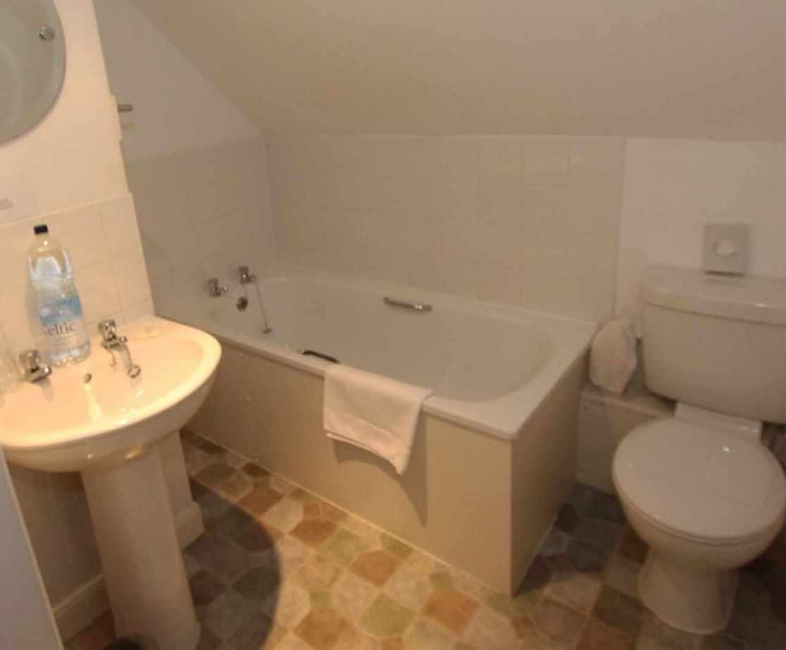 En-suite bathroom for bedroom no 5