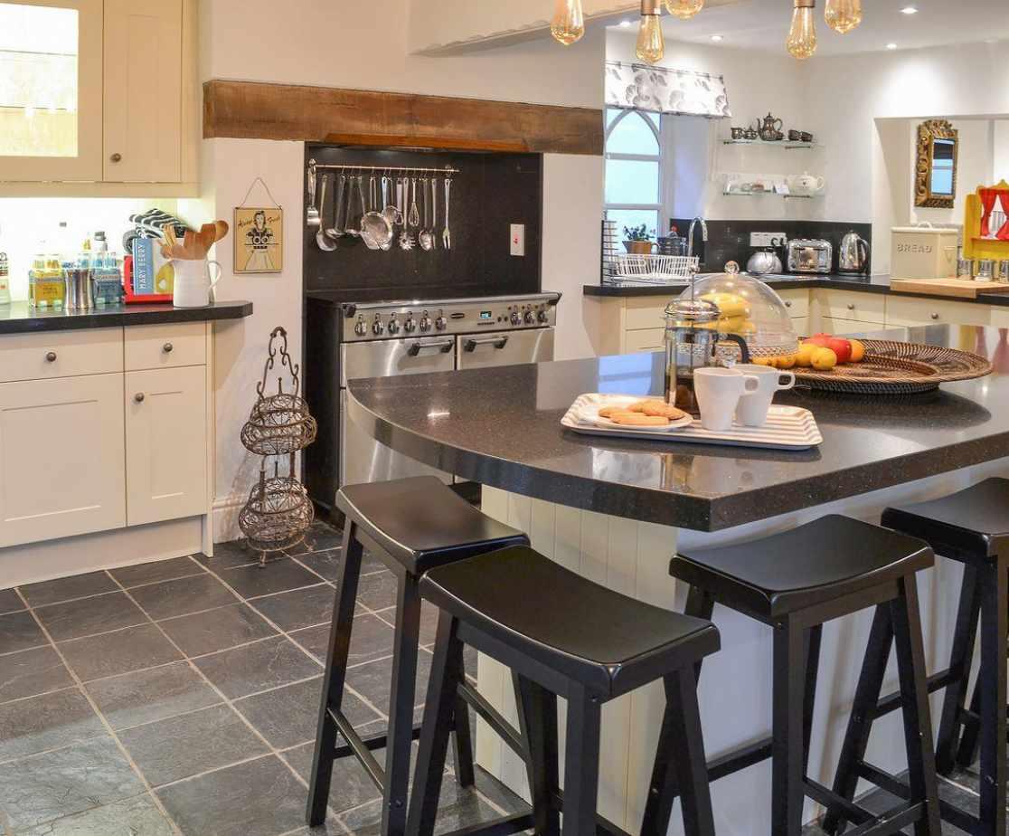 Charming farmhouse style kitchen
