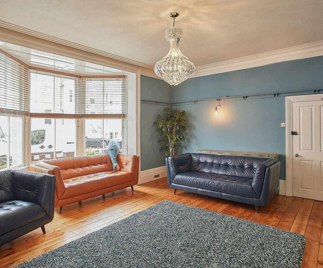 Spacious living room