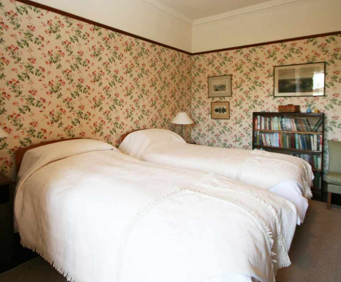 Room 4 is a twin-bedded room