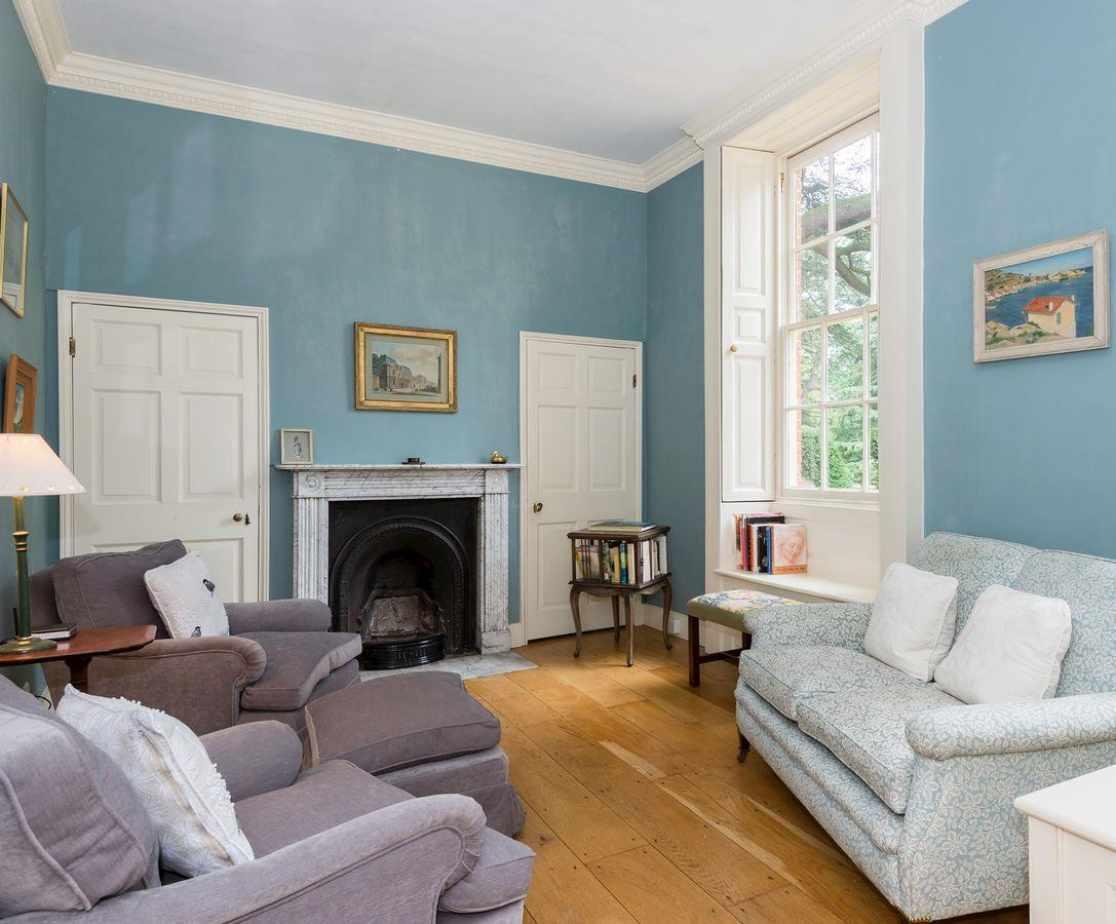 Smaller adjoining living room