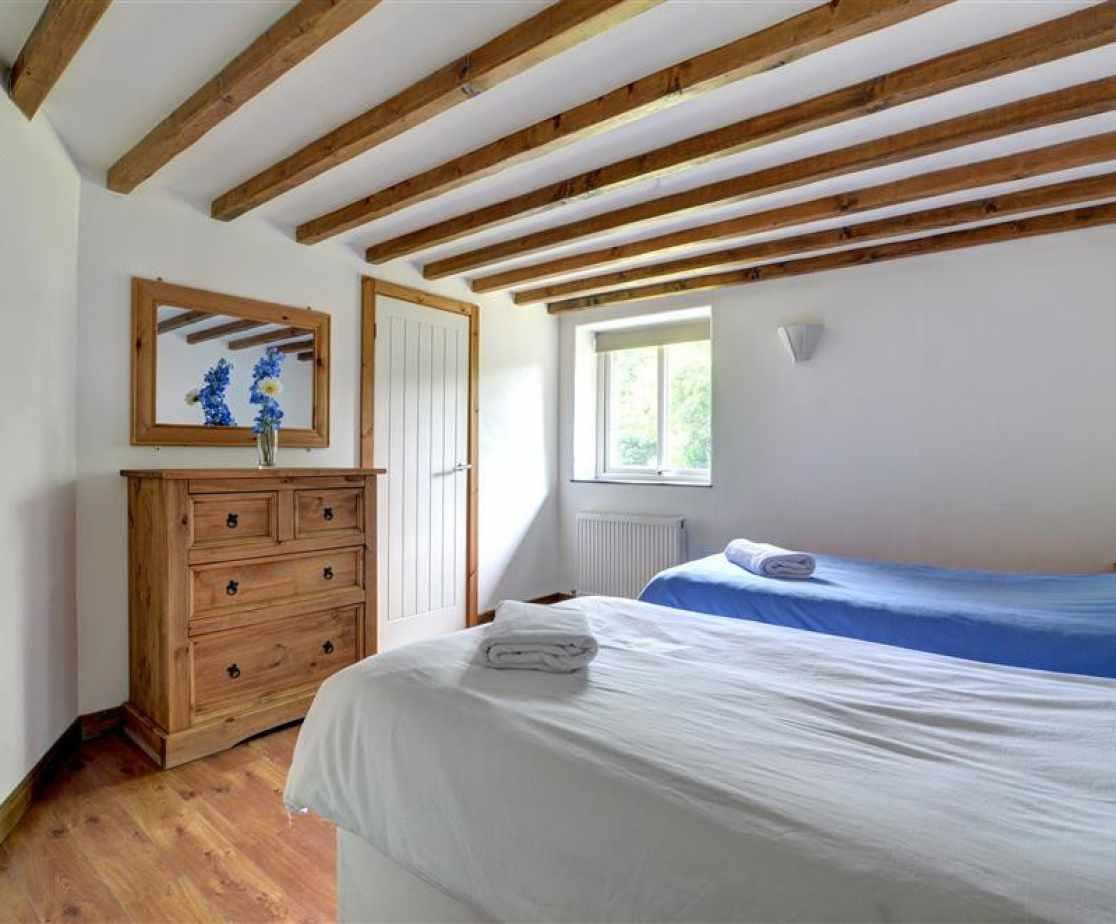 FL051 - Bedroom 1