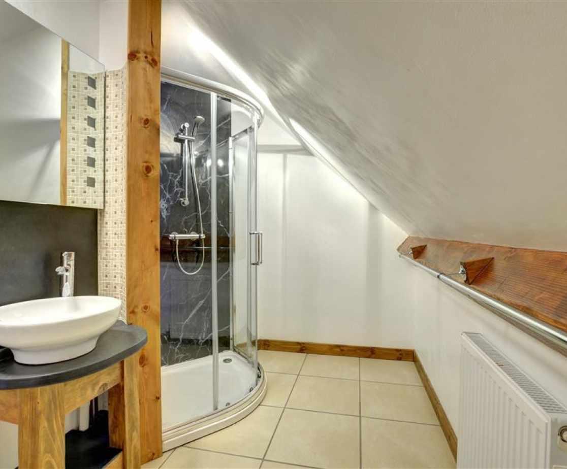 FL051 - Family Suite Shower Room