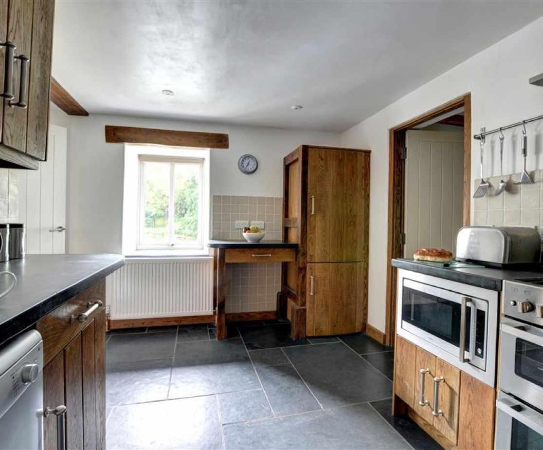FL051 - Kitchen View 2