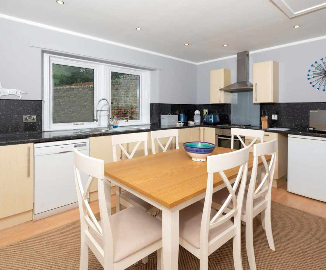 The Cottage - comes with a modern fully-fitted kitchen