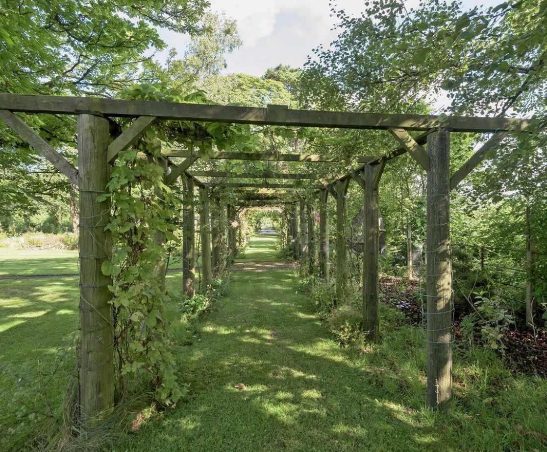A romantic stroll through the gardens