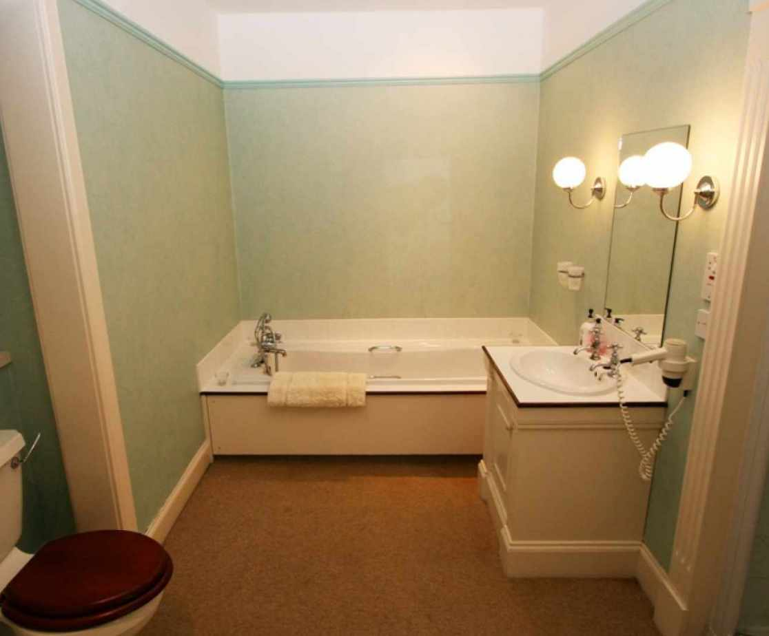 En-suite for master bedroom