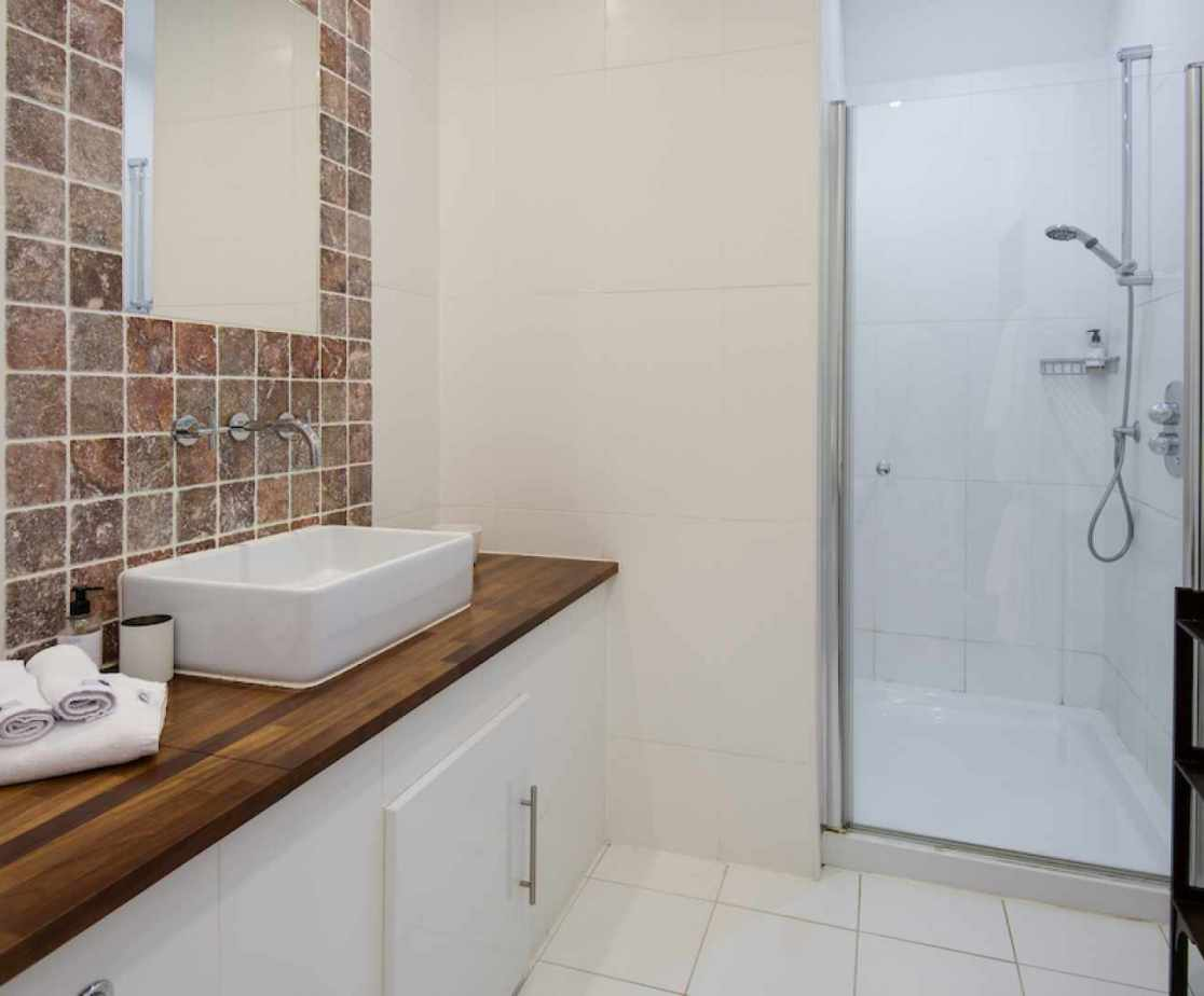 The \'Swan\' en-suite shower room