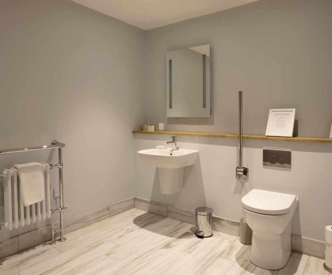 Luxury Perthshire Farmhouse, wheelchair accessible wet room